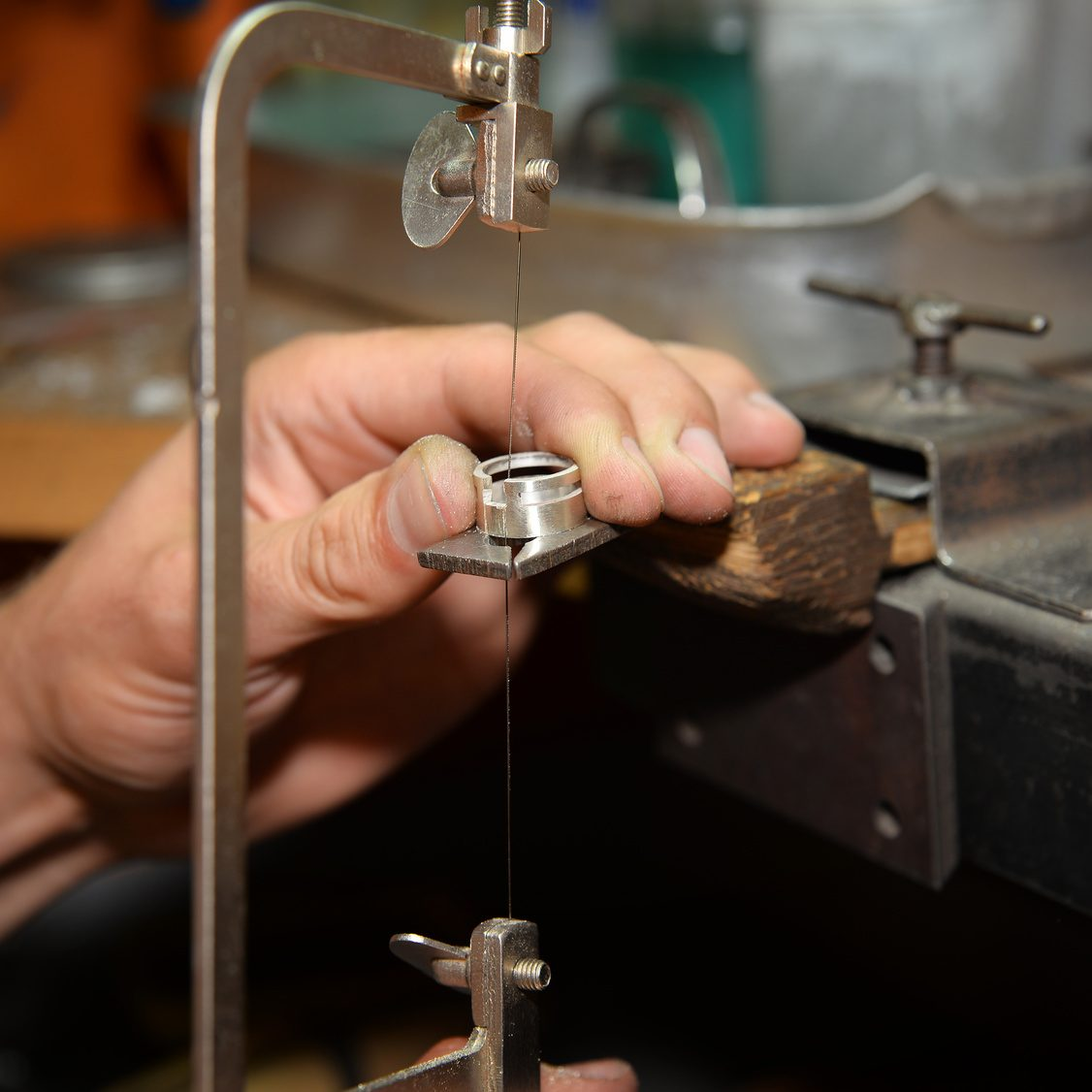 Master jeweler makes a ring of silver